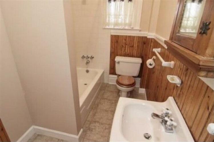 Corona-main-floor-bathroom
