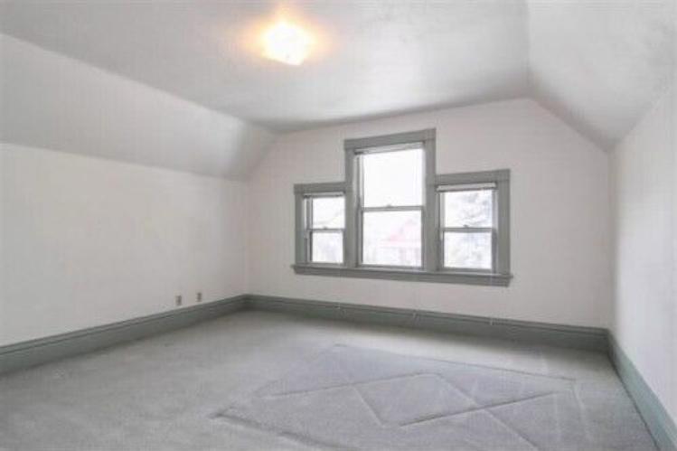 Corona-upstairs-bedroom-front